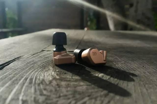 Campfire Audio Dorado | 耳机中的灿烂金光:金色的剑鱼