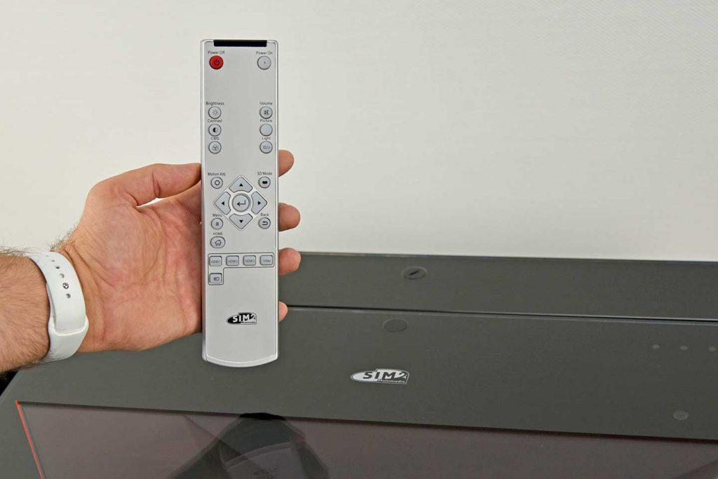 "SIM2 xTV Fernbedienung 1024x683 - 推荐 | ""奢华、极致重来都是家庭影院在追求的东西""SIM2 xTV激光超投投影机"