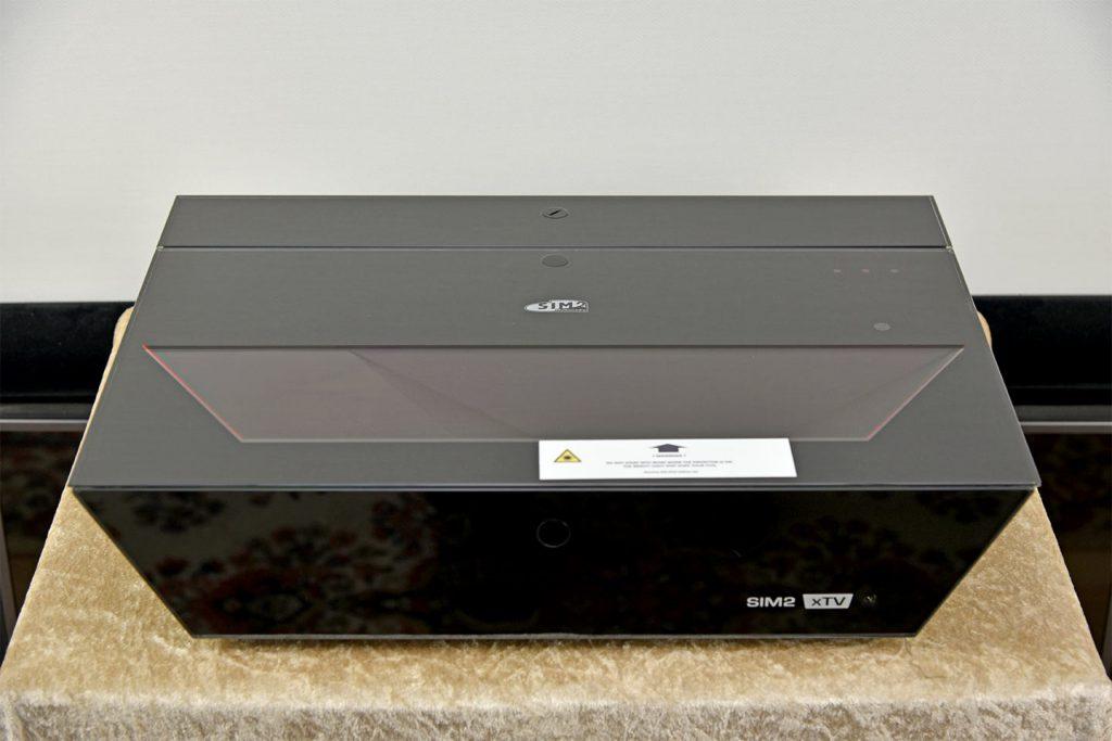 "SIM2 xTV Front 1024x683 - 推荐 | ""奢华、极致重来都是家庭影院在追求的东西""SIM2 xTV激光超投投影机"