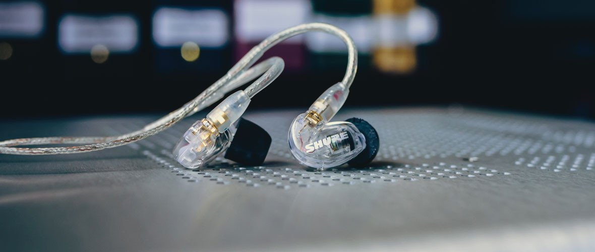 Headphone-Zone-Shure-SE215MPlusSE-Lifestyle-Banner