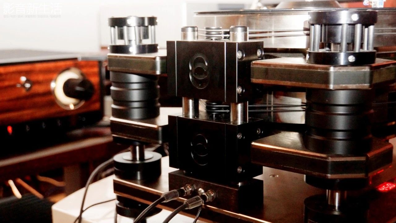"""640 34 - 现场   """"世界上唯一双转盘动力系统的顶级黑胶天盘"""" 加拿大 Kronos PRO重磅亮相"""