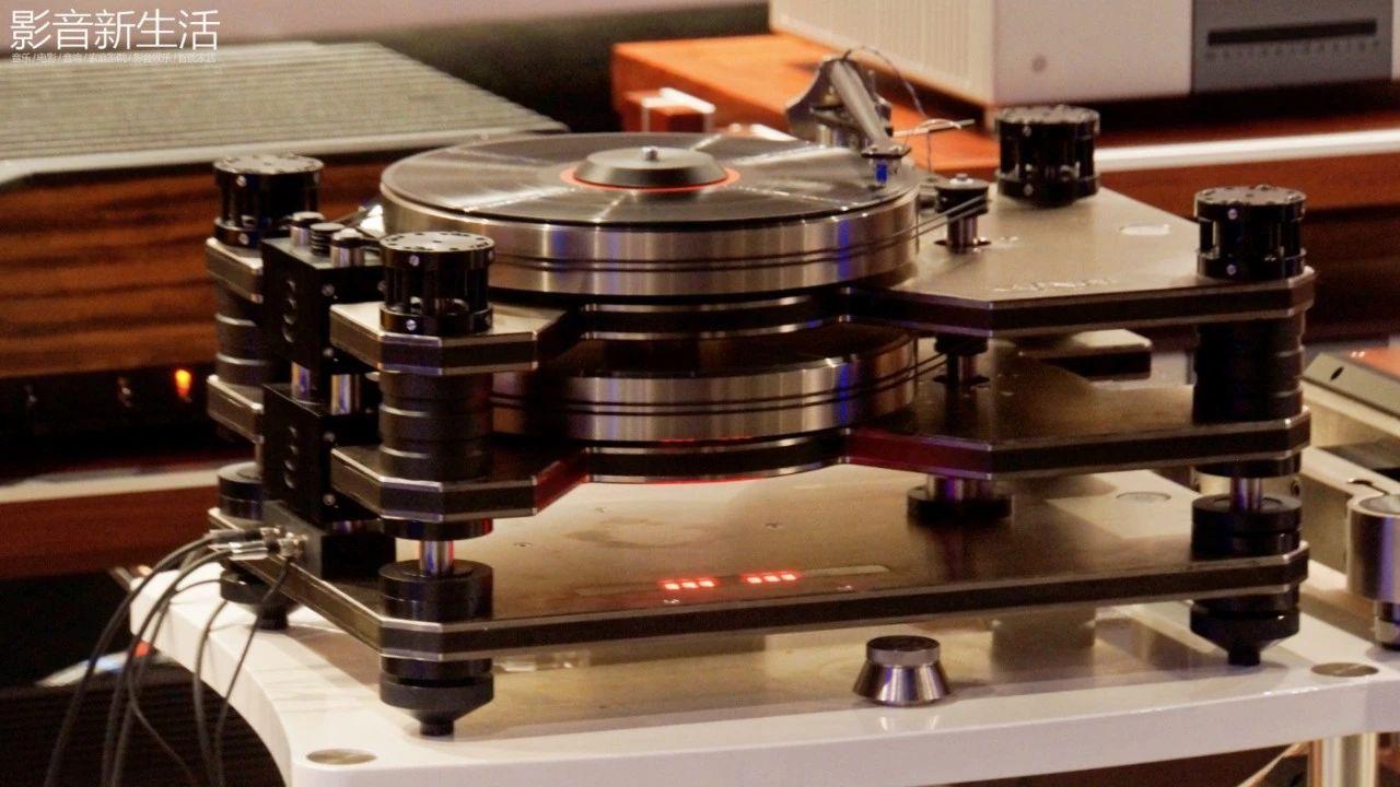 """640 42 - 现场   """"世界上唯一双转盘动力系统的顶级黑胶天盘"""" 加拿大 Kronos PRO重磅亮相"""