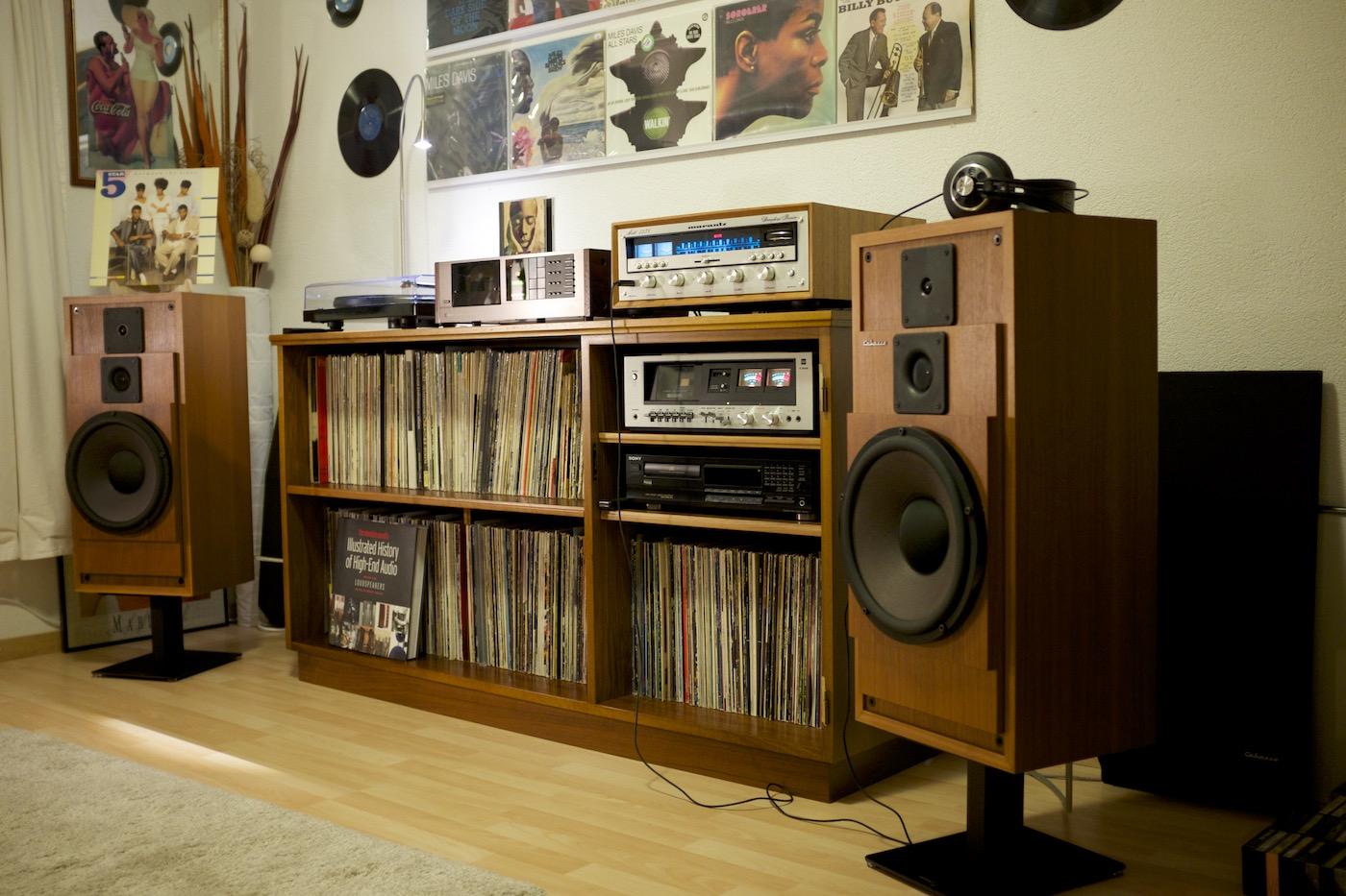 关于Hi-Fi   聆听空间大部分都必须留有软件摆放的位置,这些CD柜或黑胶唱片柜应该摆在哪里?