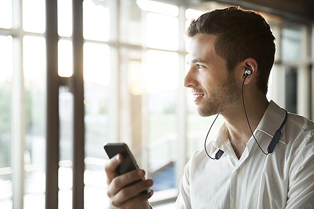 专为高音质而生-Audio-Technica ATH-CKR700BT蓝牙颈挂耳机